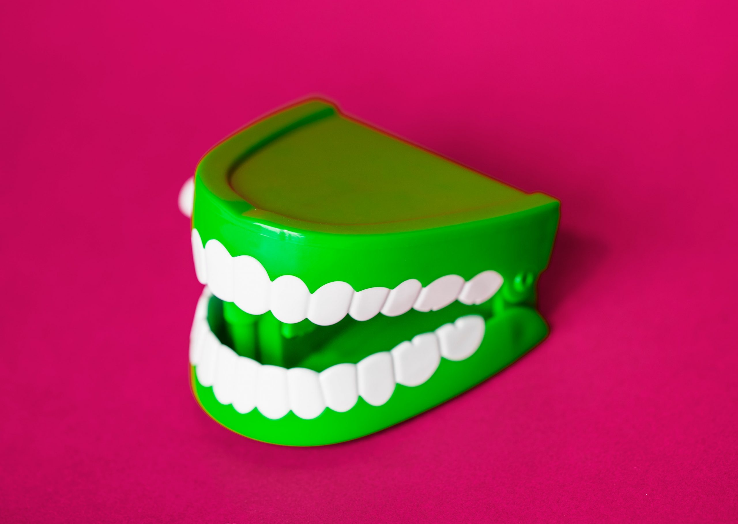 green wind up chattering teeth toy